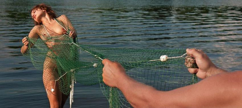 В рыболовной сетке фото девушек эротика — img 1